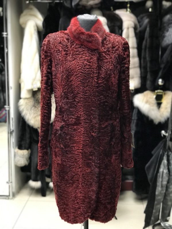 Шуба Fursini из каракуля, красная